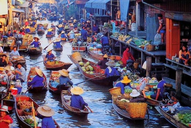 Floating Market photo courtesey: someone else :)